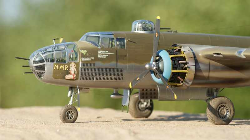 b 17 model kits with Article on Watch also B 17G 1 72 REVELL 2371710 further 00 besides 171991271725 moreover B 17g Flying Fortress Silver Fleet Limited Edition.
